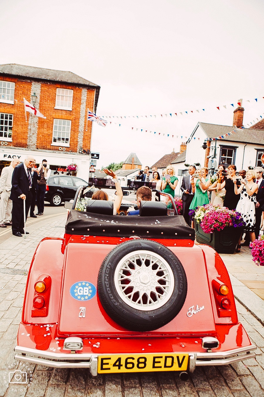 henley on thames wedding photography, fun wedding in oxfordshire