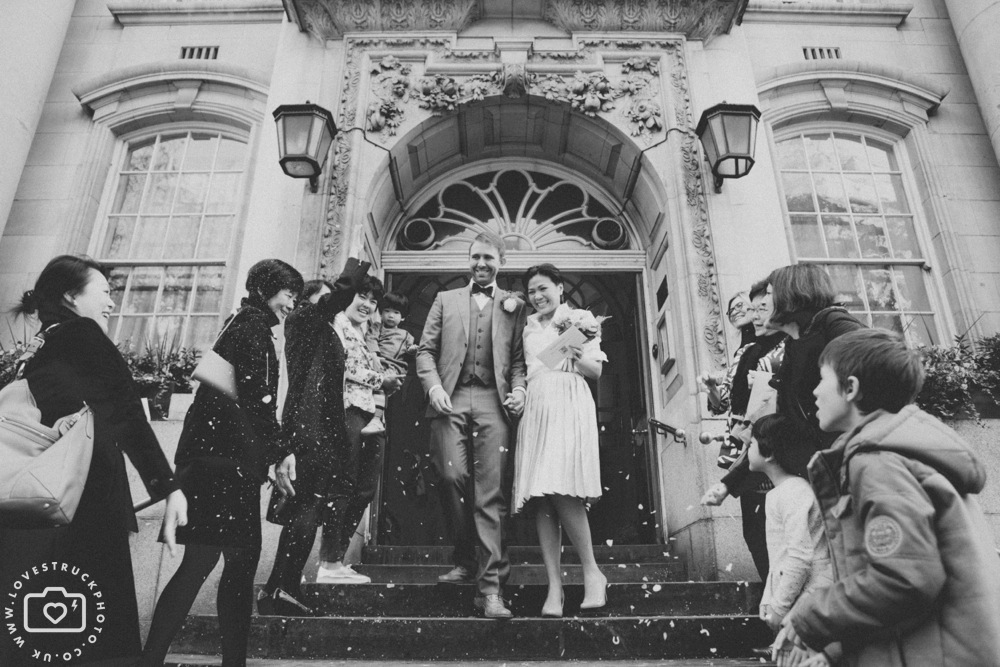 fun wedding photography london, quirky wedding in Kensington registry office