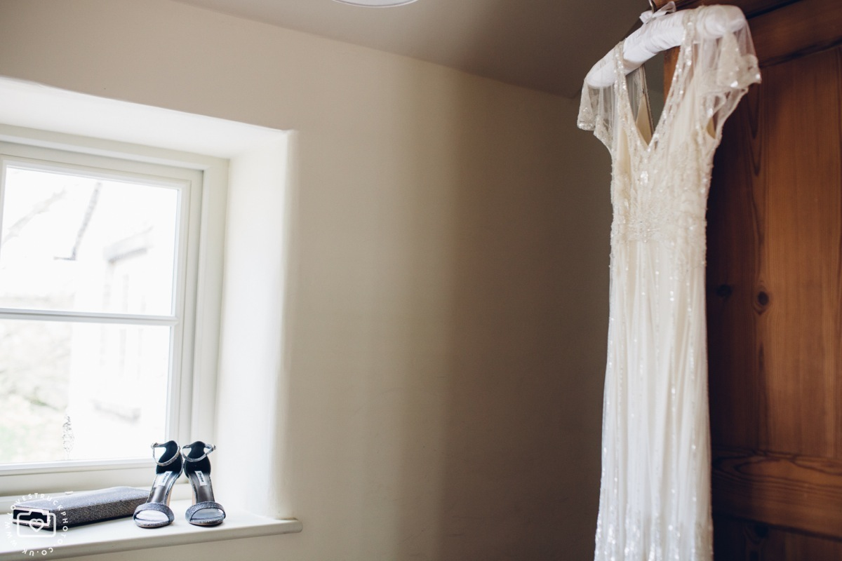 cottswolds wedding cripps barn, quirky wedding photography, bridal preps