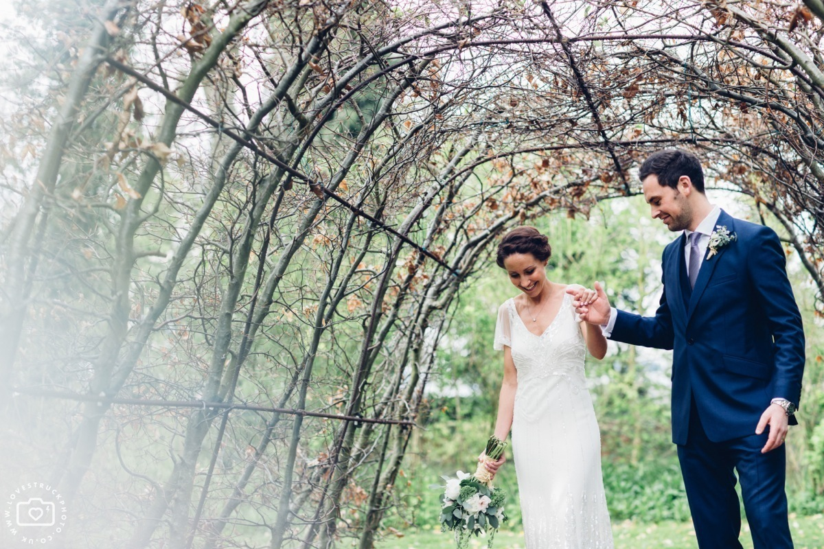 cripps barn photographer, cottswolds wedding cripps barn, quirky wedding photographer