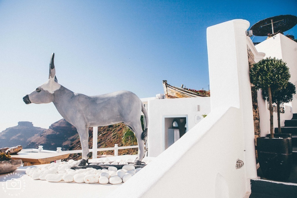 Dana villas Santorini Wedding, vintage santorini wedding, bridal preps santorini, destination wedding photographer, thira wedding santorini