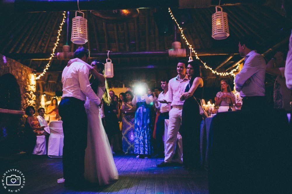 theros wave bar santorini first dance, theros wave bar party, lovestruckphoto