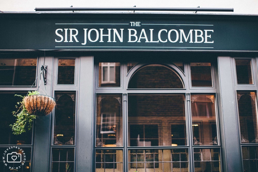 Sir John Balcombe Pub Wedding in Regents Park London, quirky london wedding marylebone