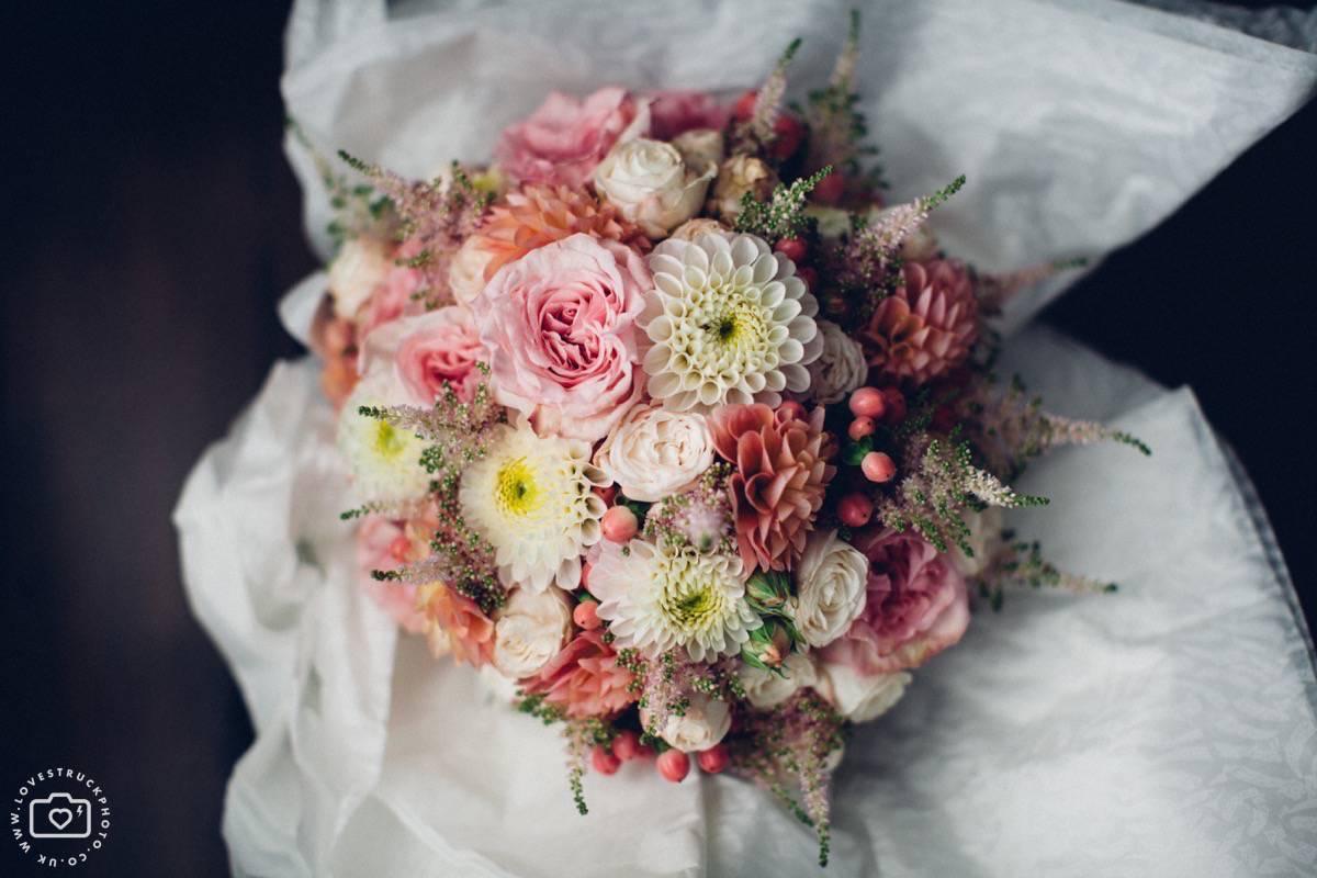 bridal prep pictures, wedding styling, london weding, london wedding flowers