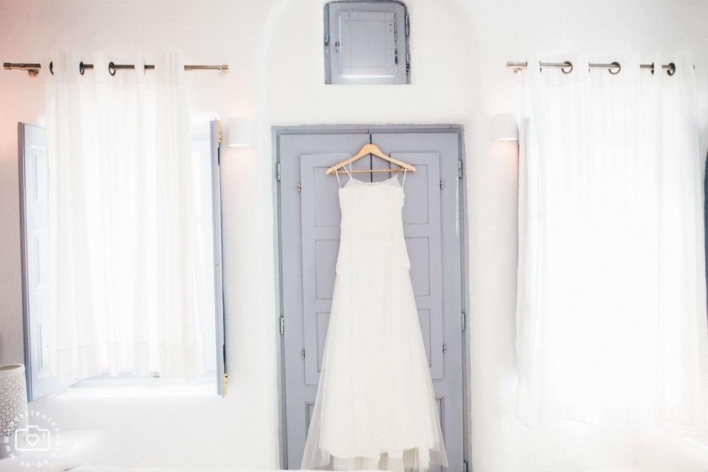 Dana villas Santorini Wedding, vintage santorini wedding, bridal preps santorini, destination wedding photographer