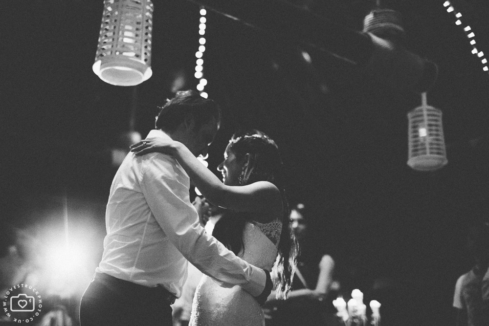 theros wave bar santorini first dance, lovestruckphoto