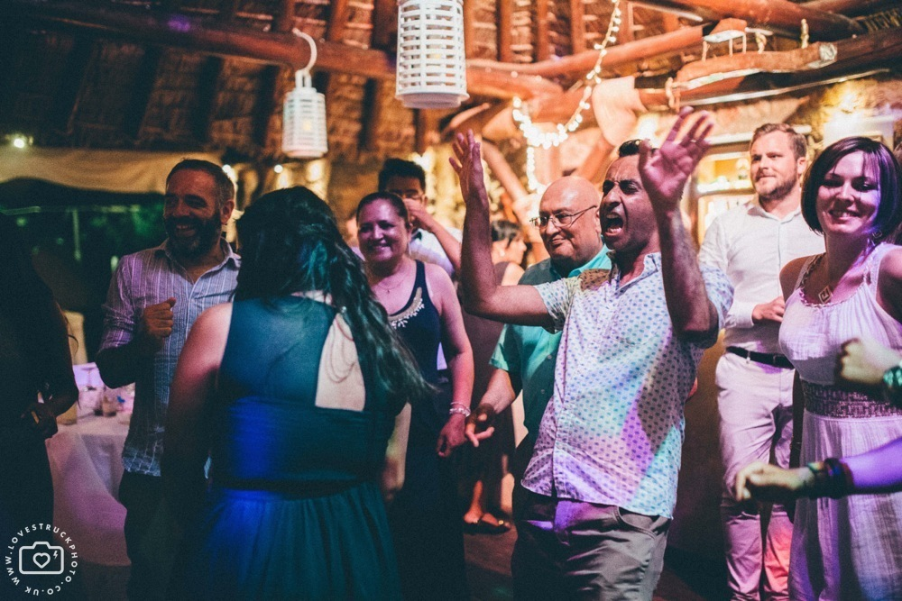 theros wave bar santorini first dance, theros wave bar party, lovestruckphoto